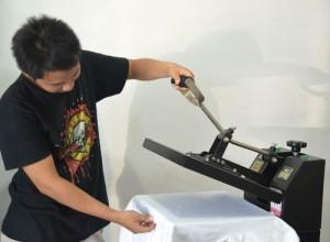 press kaos putih